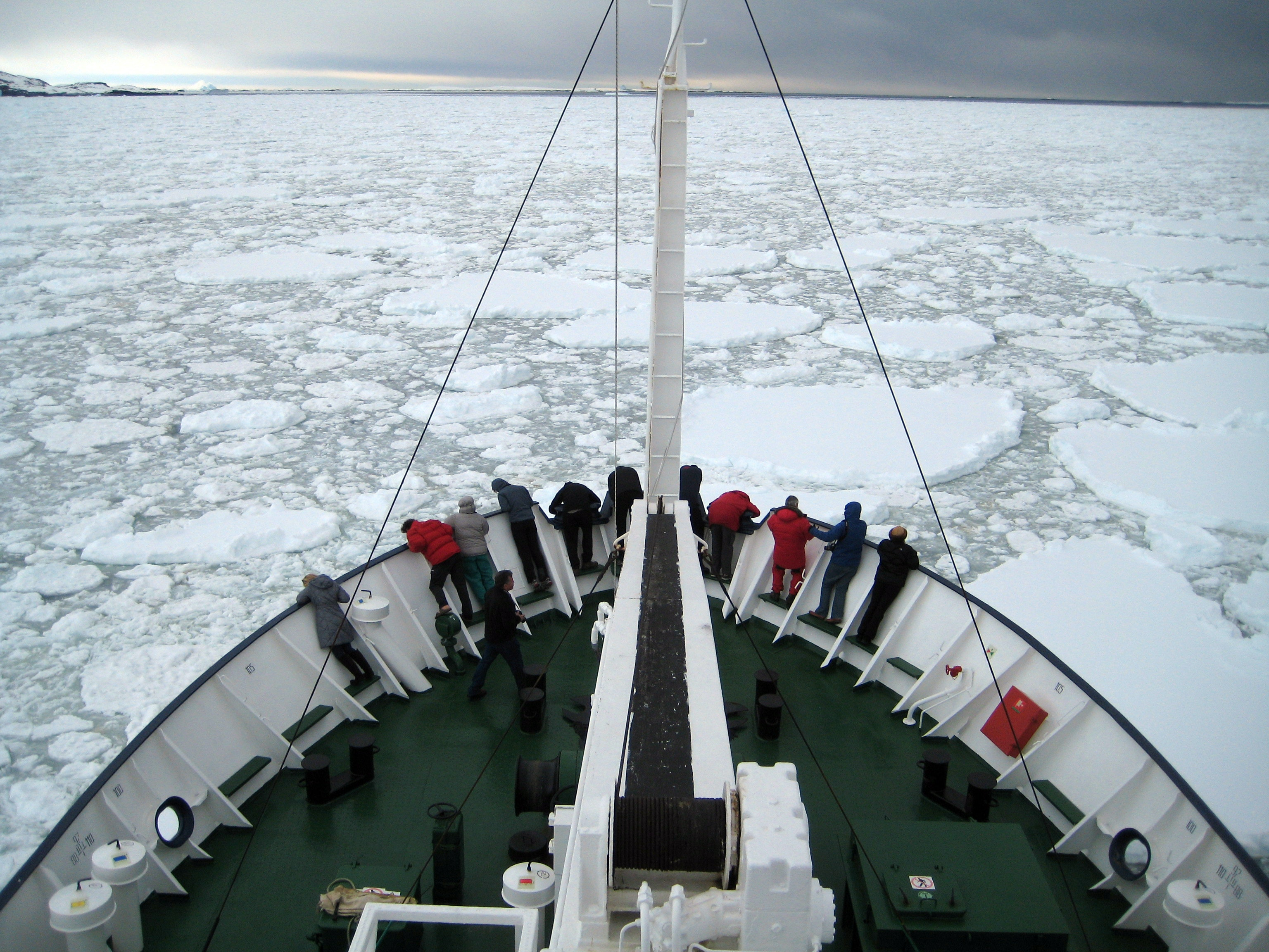 Explainer: Keeping conflict on ice with the Antarctic Treaty