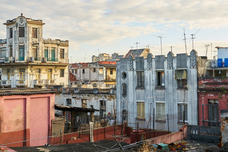 Havana: behind the colourful tourist veneer are many dilapidated buildings. Photo credit: Pedro Szekely/Flickr [Licensed under CC BY-SA]