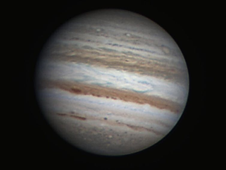 Jupiter's magnetic fields may stop its wind bands from going deep into the gas giant