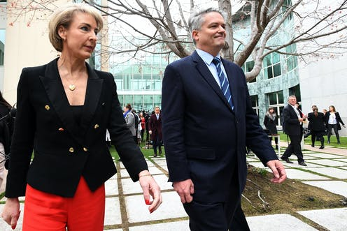 Senior ministers deal death blow to Malcolm Turnbull's prime ministership