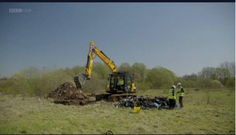 >Metallic and glass landfill materials found after digging the geophysical anomalies
