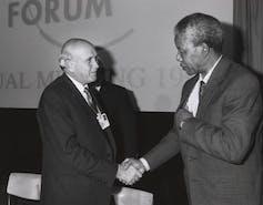 Frederik de Klerk (left with Nelson Mandela, 1992.World Economic Forum