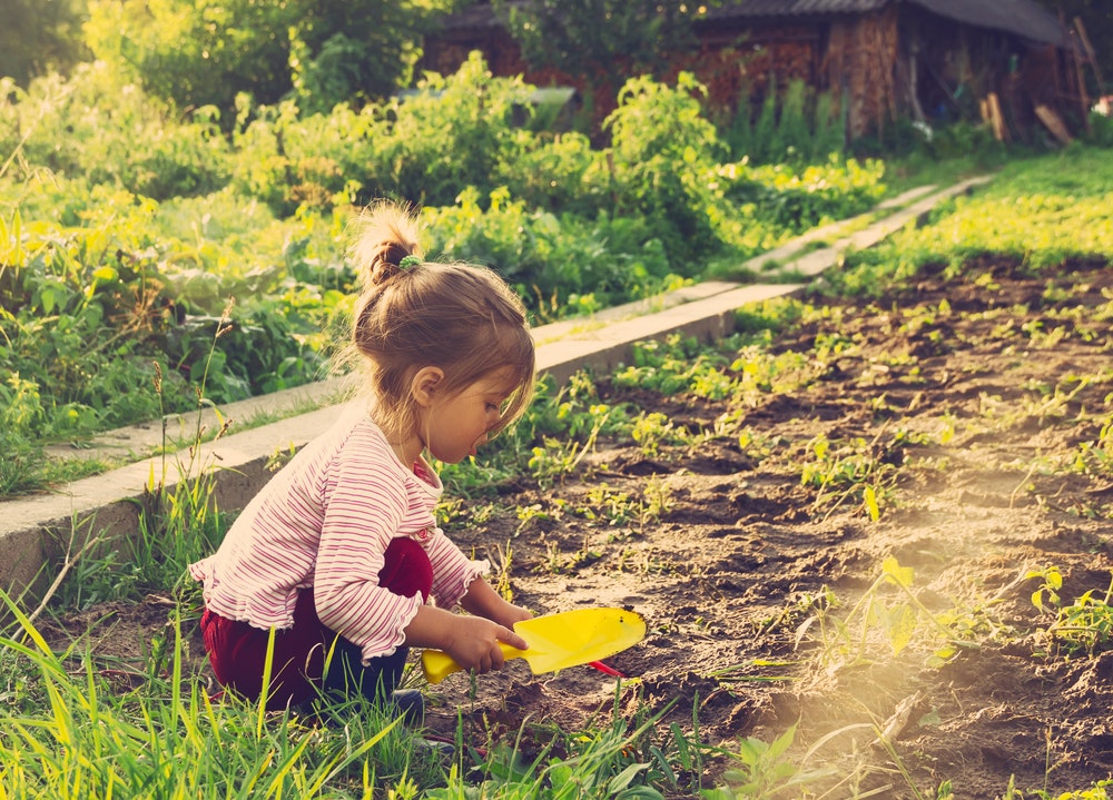 Being in nature is good for learning, here's how to get kids off screens and outside