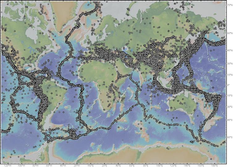 Mapa de terremotos de magnitud superior a 5.0 registrados en el mundo entre 1960-2018.Datos de terremotos de USGS-ANSS presentados sobre Topografia Global (GMRT) en GeoMapApp