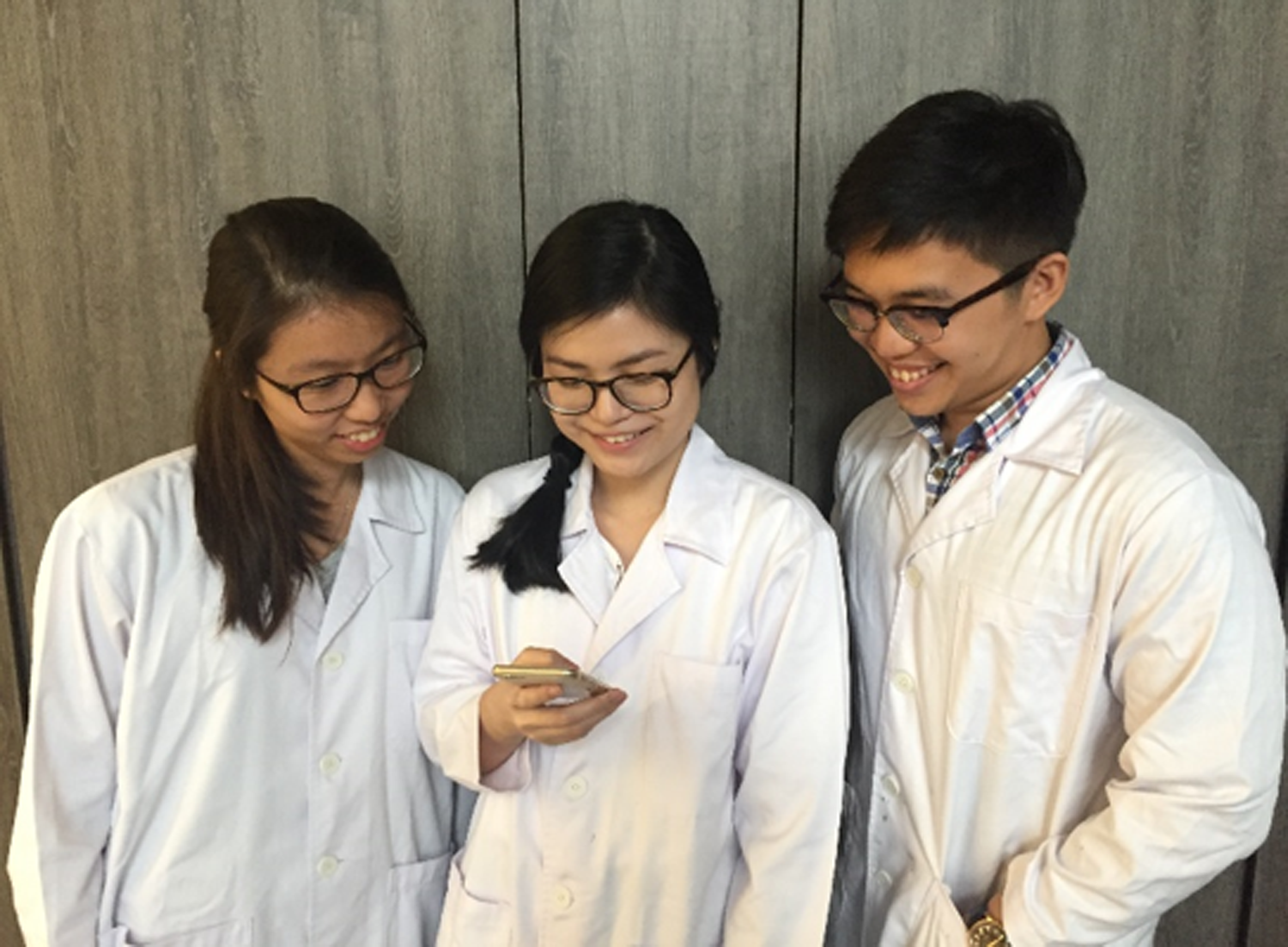 How to use Snapchat in the laboratory for better student engagement