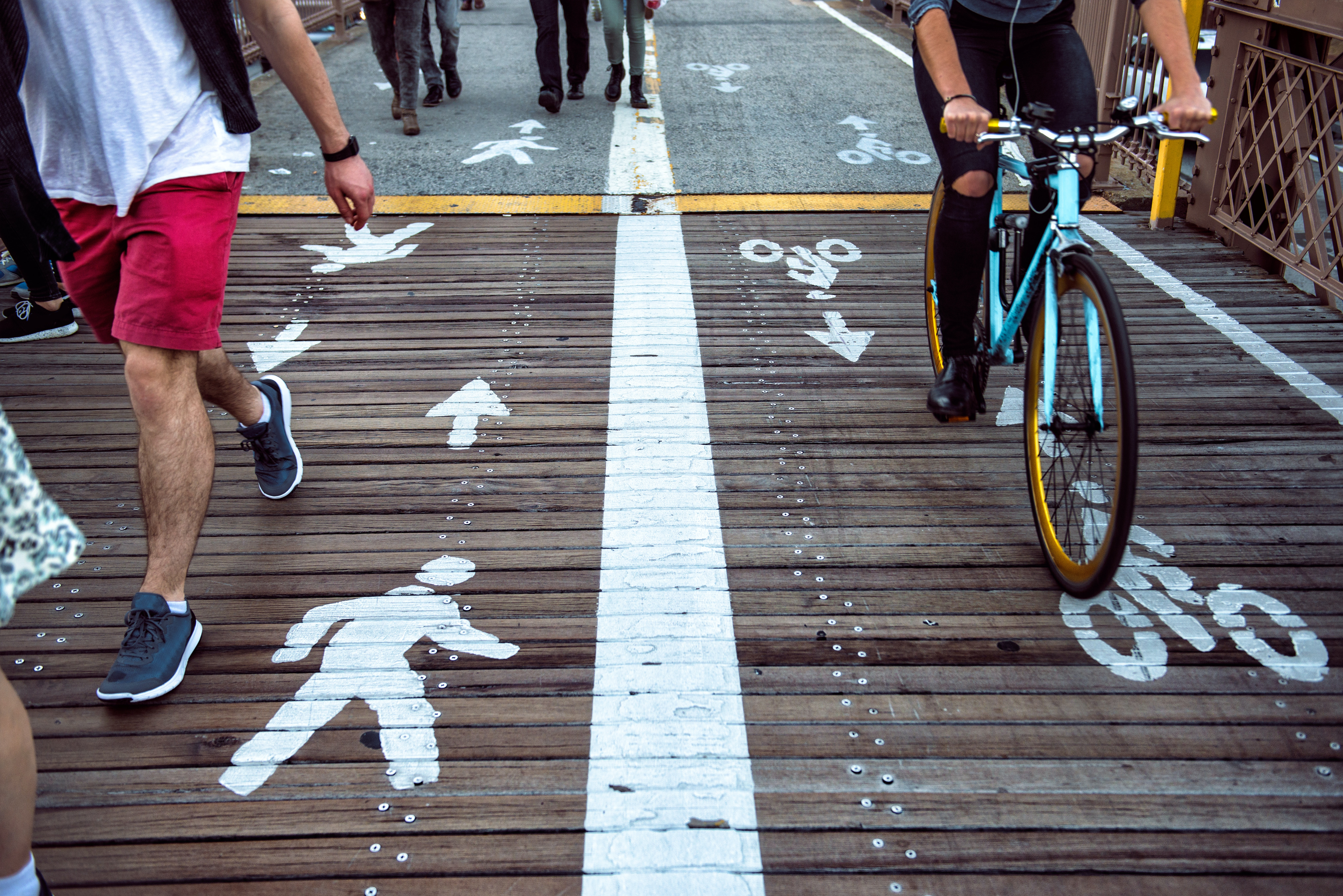 Reducing vehicle use by walking or cycling instead could have a major impact on air pollution levels.
