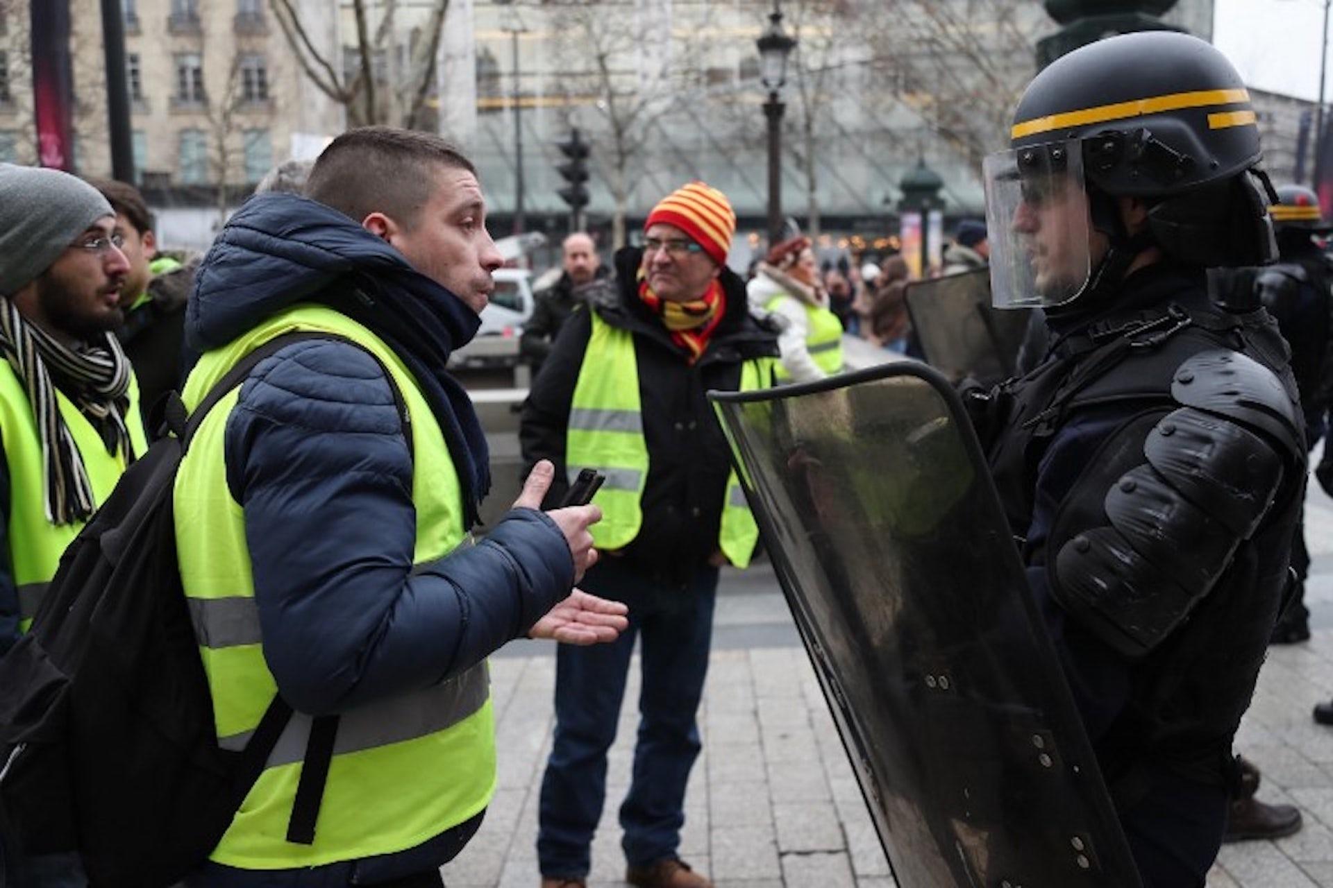 Des Policières Violences Ont Une Les Contestations Histoire 2W9DEIH