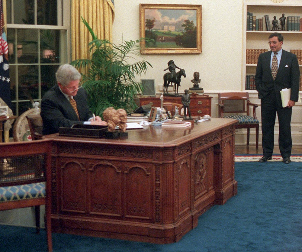 President Clinton vetoes the second spending and borrowing bill Monday, Nov. 13, 1995.  AP Photo/Dirk Halstead