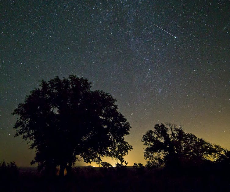 what makes a shooting star fall?
