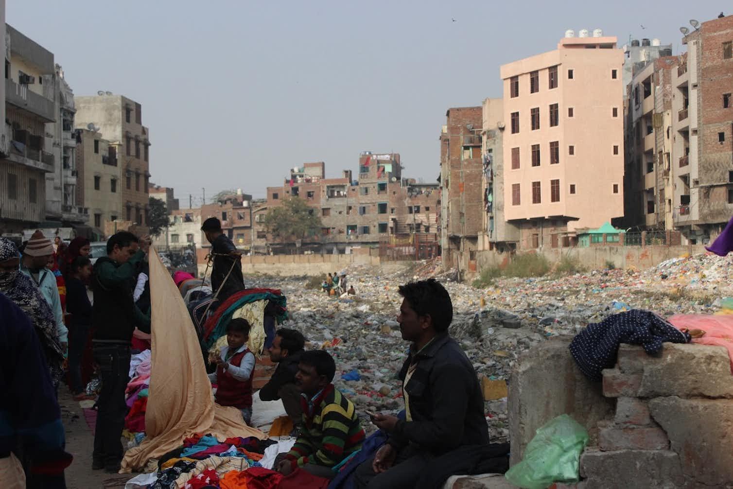 Residential areas adjoining Seelampur Drain. Photo credit: Alankrita Soni