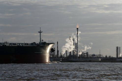 US sanctions on Venezuelan oil could cut the output of refineries at