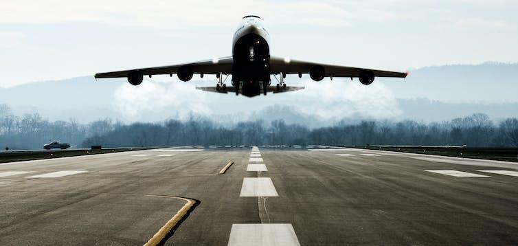 Las emisiones del transporte aéreo están despegando.Shutterstock.
