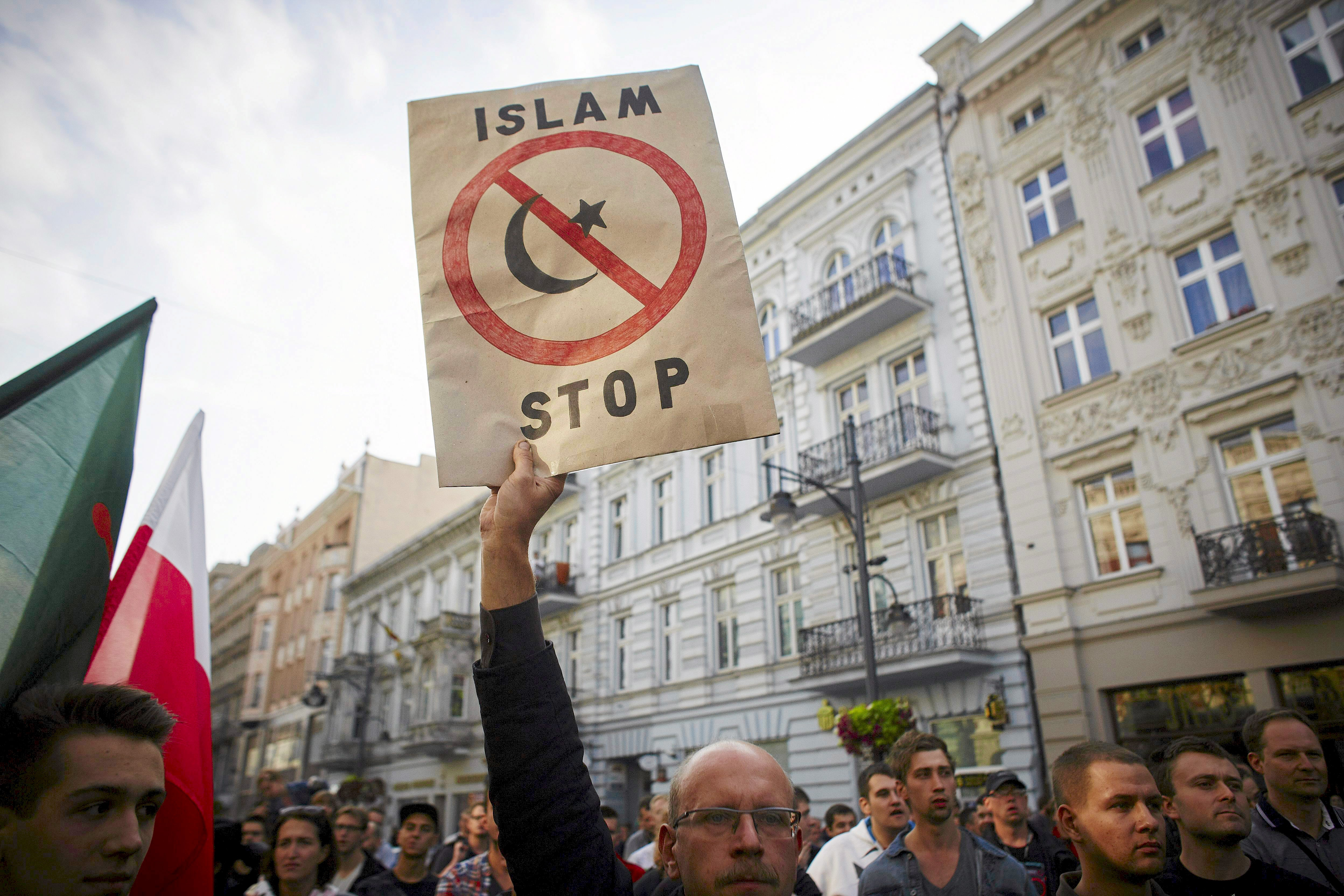Polish right-wing nationalists at a rally in Lodz, Sept. 12, 2015. Photo credit: Reuters/Marcin Stepien/Agencja Gazeta