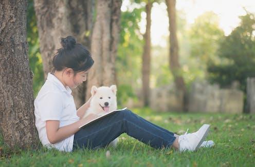 Un chien constitue un public rassurant et bienveillant.