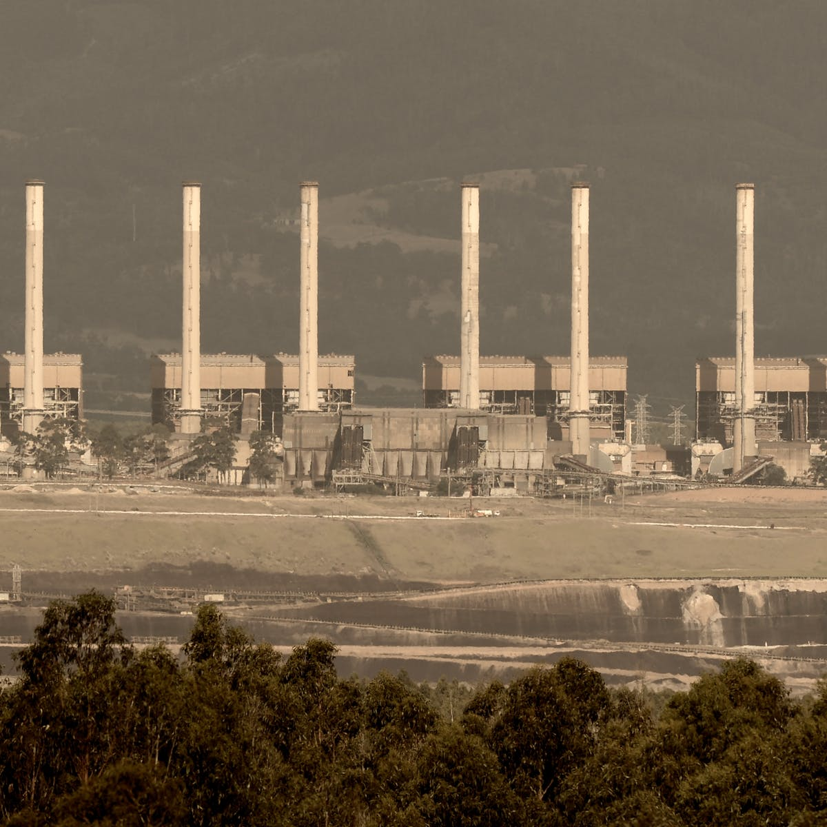 Bad news  Closing coal-fired power stations costs jobs  We