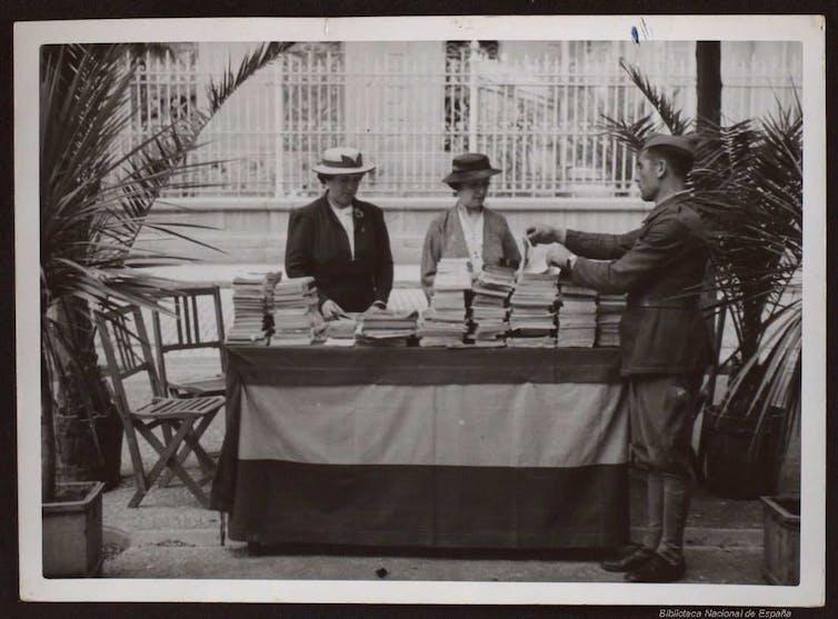 Venta de libros en Zaragoza, 1938.Biblioteca Nacional de España,CC BY-NC-SA