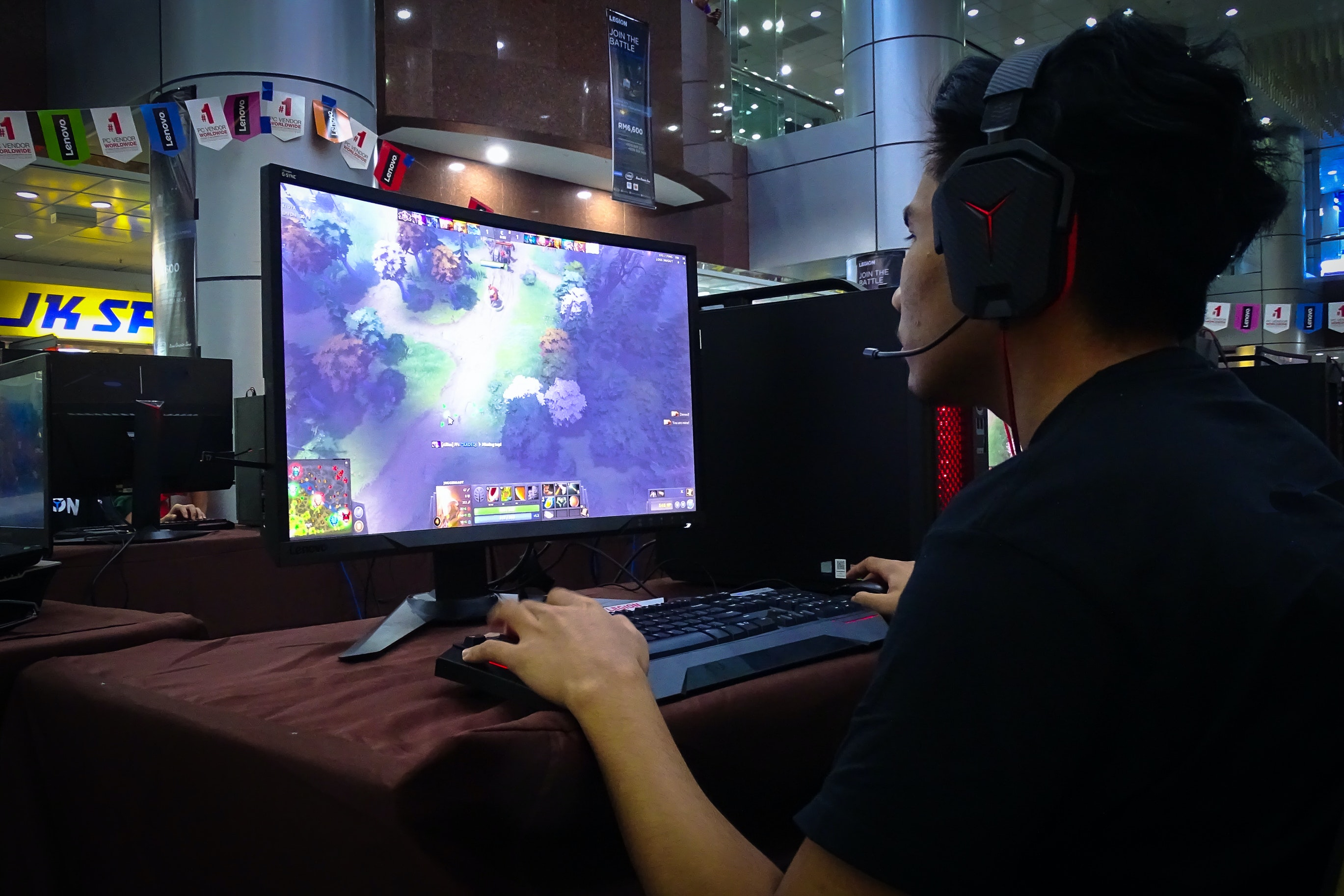 Gamers use machine learning to navigate complex video games – but it's not free