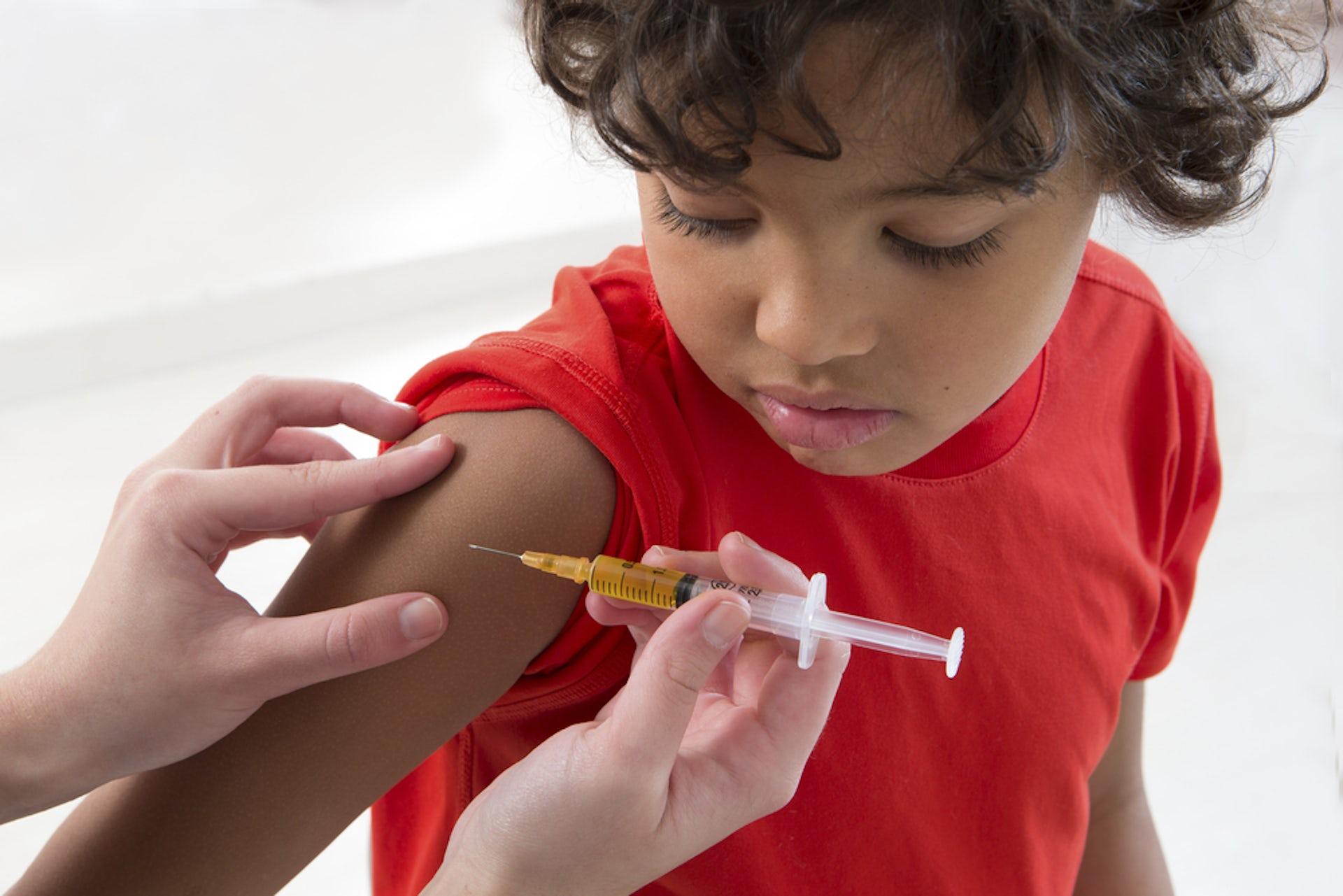 Le tiers des parents hésitent à faire vacciner leurs enfants : trois pistes pour les convaincre