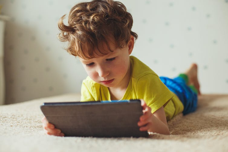 Kids' diets and screen time: to set up good habits, make healthy choices the default at home