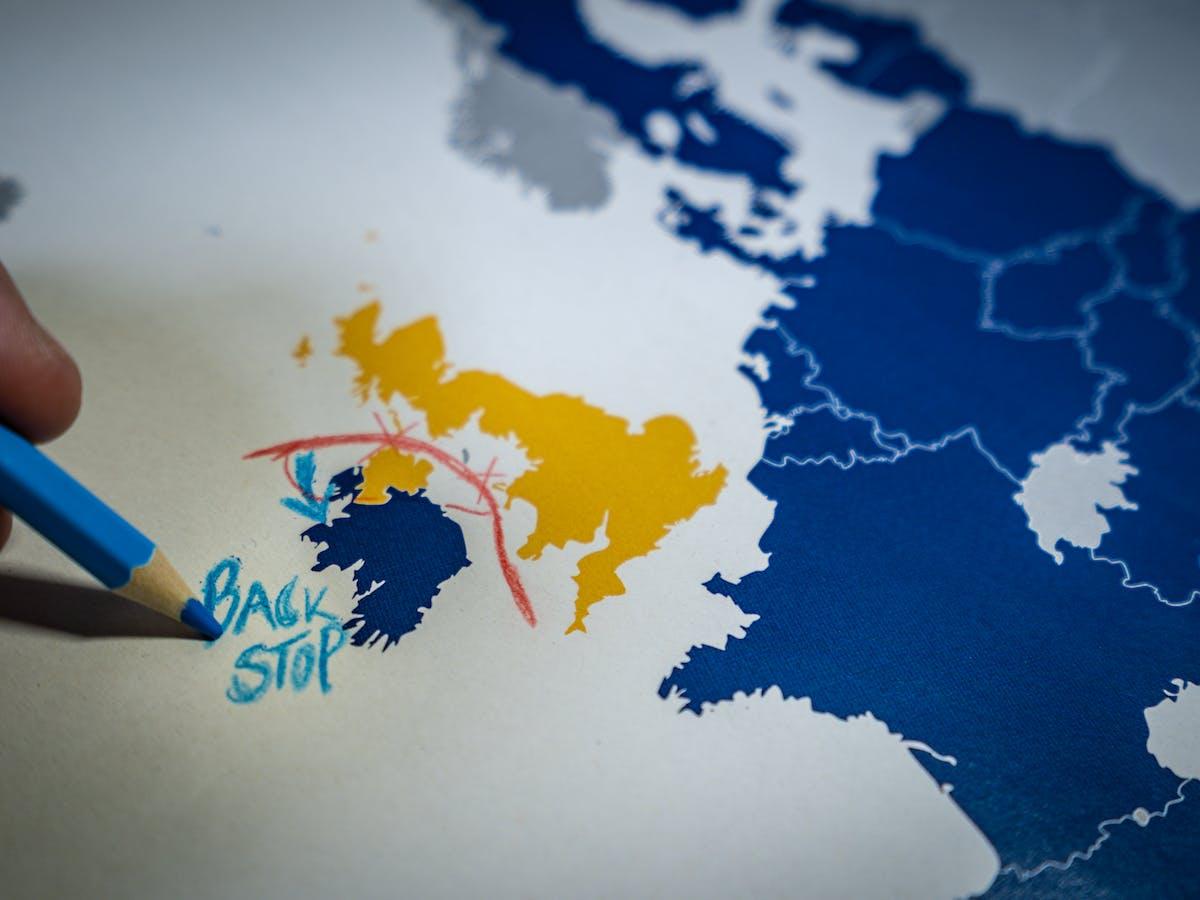 Gran Bretaña insta a nuevos acuerdos con Irlanda del Norte