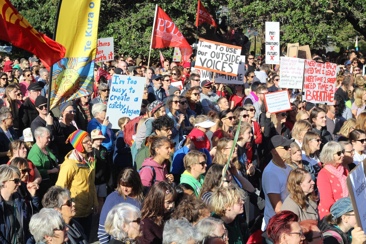 Primary and secondary teachers took to the streets. Photo credit:  AAP/Boris Jancic, CC BY-ND