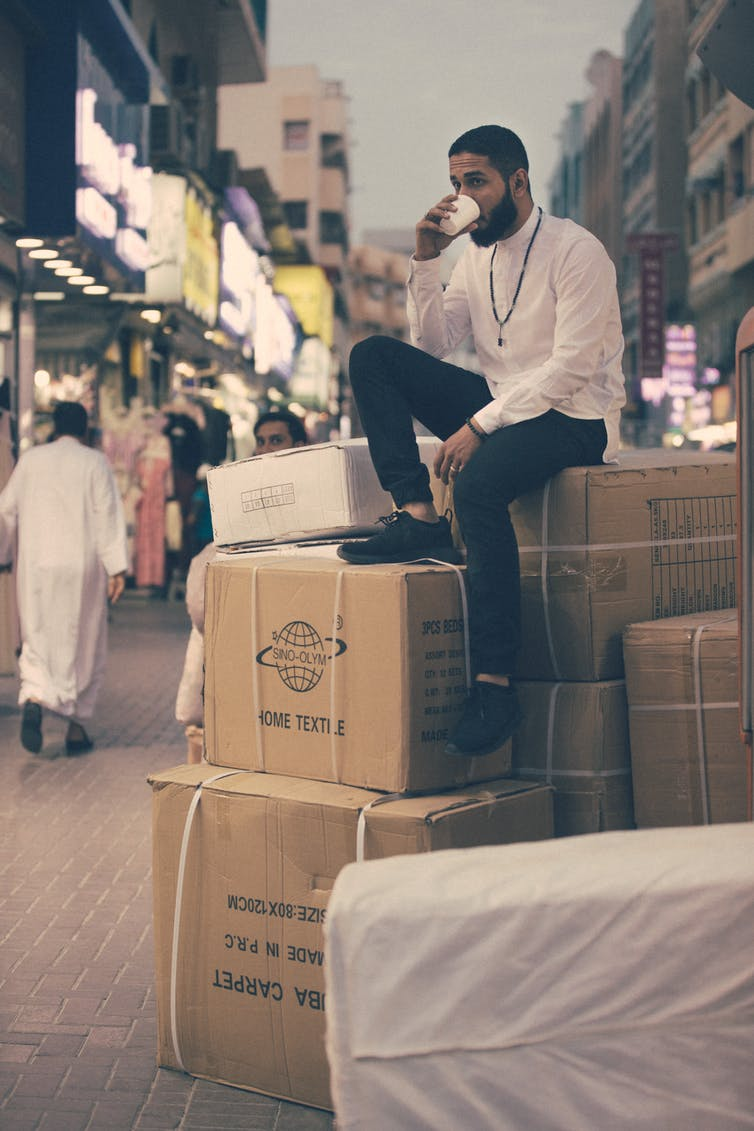 Les employeurs jugeant la pratique de la religion musulmane trop visible (barbe), peuvent licencier des salariés musulmans dans des entreprises émiriennes, françaises et états-uniennes. Ahmed Carter/Unsplash, CC BY