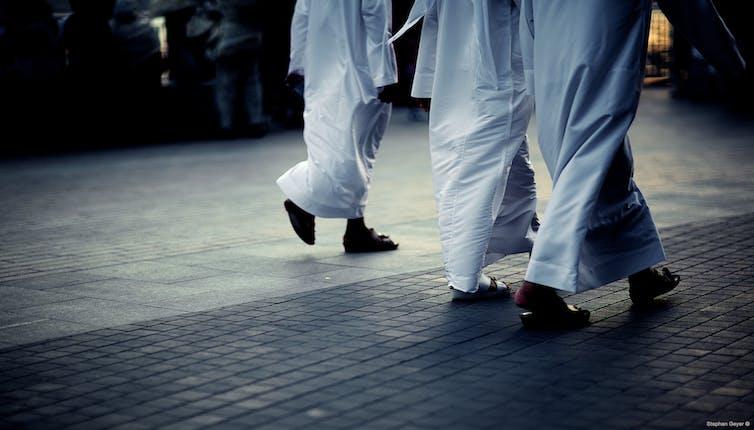 Seuls les ressortissants émiriens ont le droit de porter un habit «traditionnel» attestant d'une certaine authenticité. Stephan Geyer/Flickr, CC BY