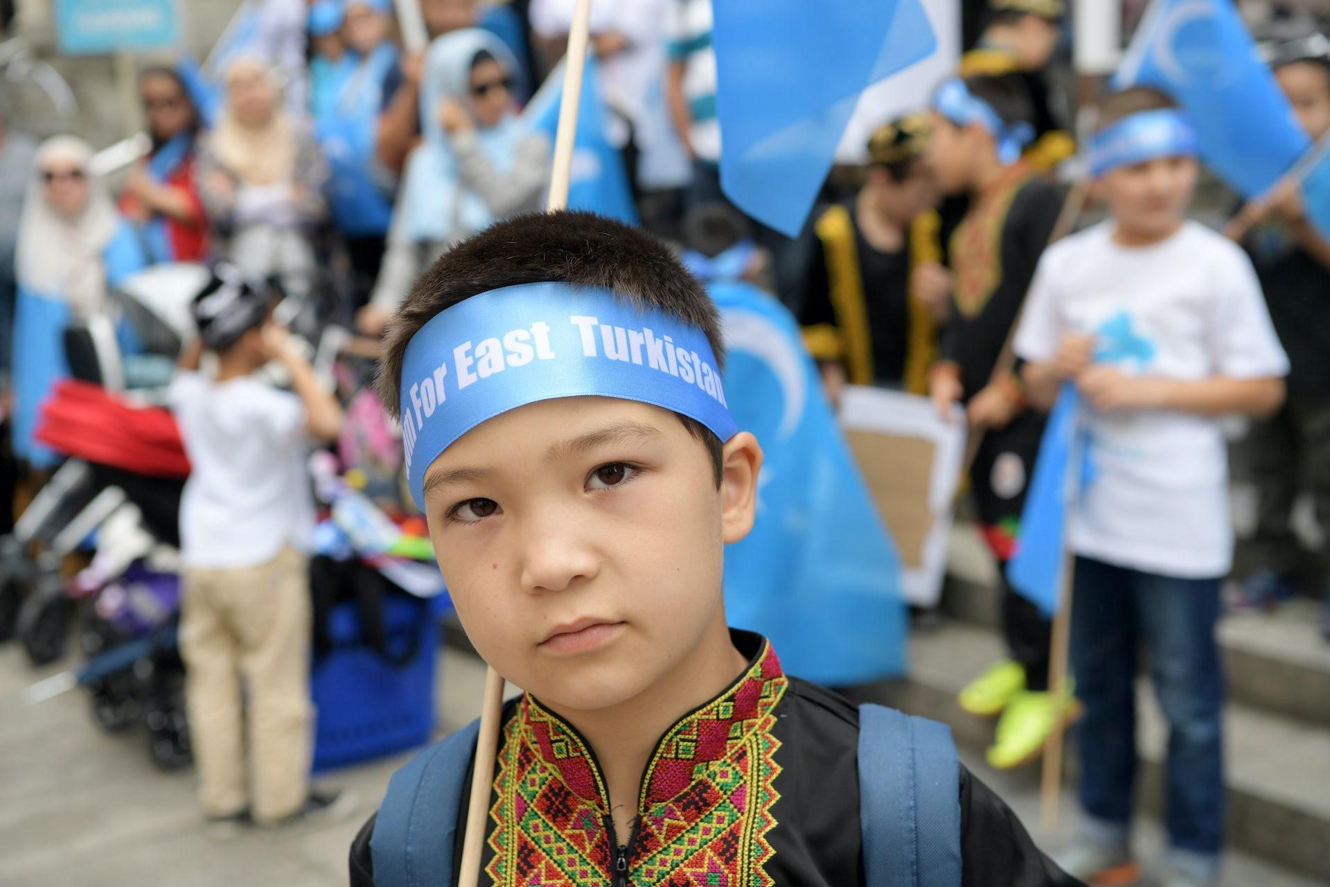 24++ Xinjiang people blue eyes terupdate