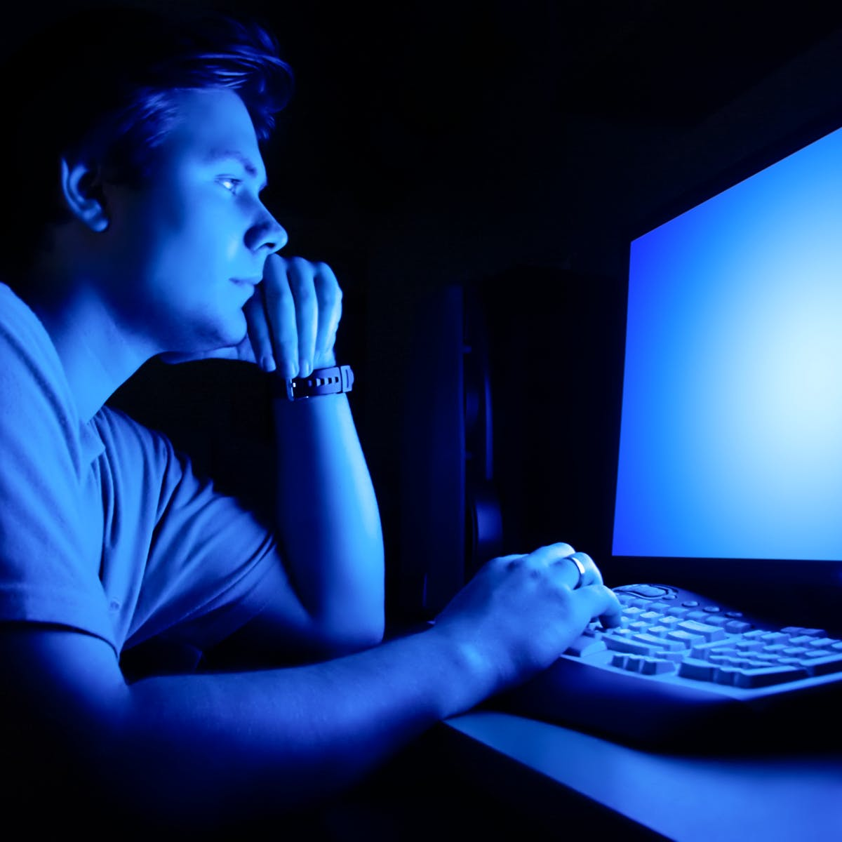 Blue light isn't the main source of eye fatigue and sleep loss ...