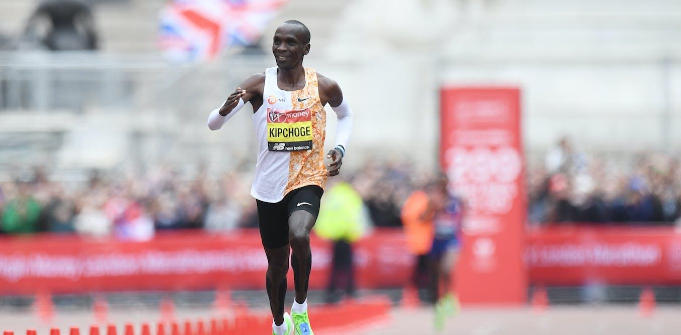 Bagaimana pelari Kenya Eliud Kipchoge memecahkan rekor maraton dalam waktu kurang dari dua jam