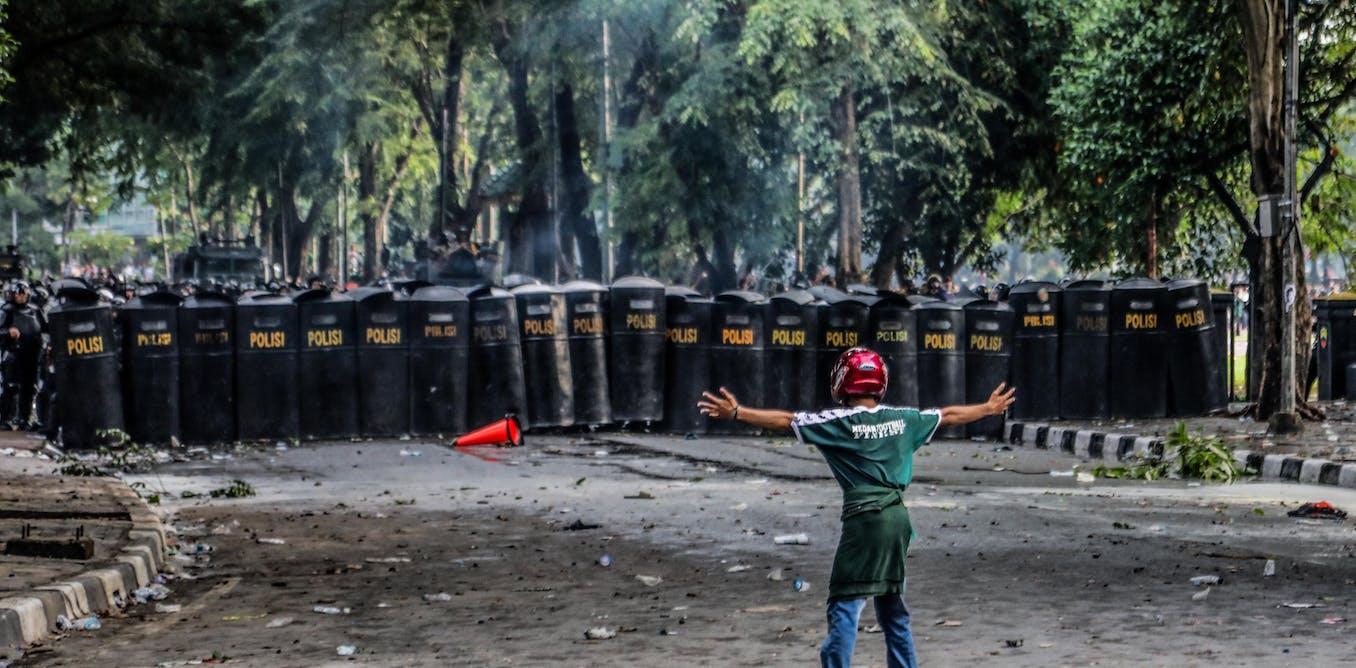 Reformasi sampai di sini: Jokowi rubuhkan warisan demokrasi Indonesia