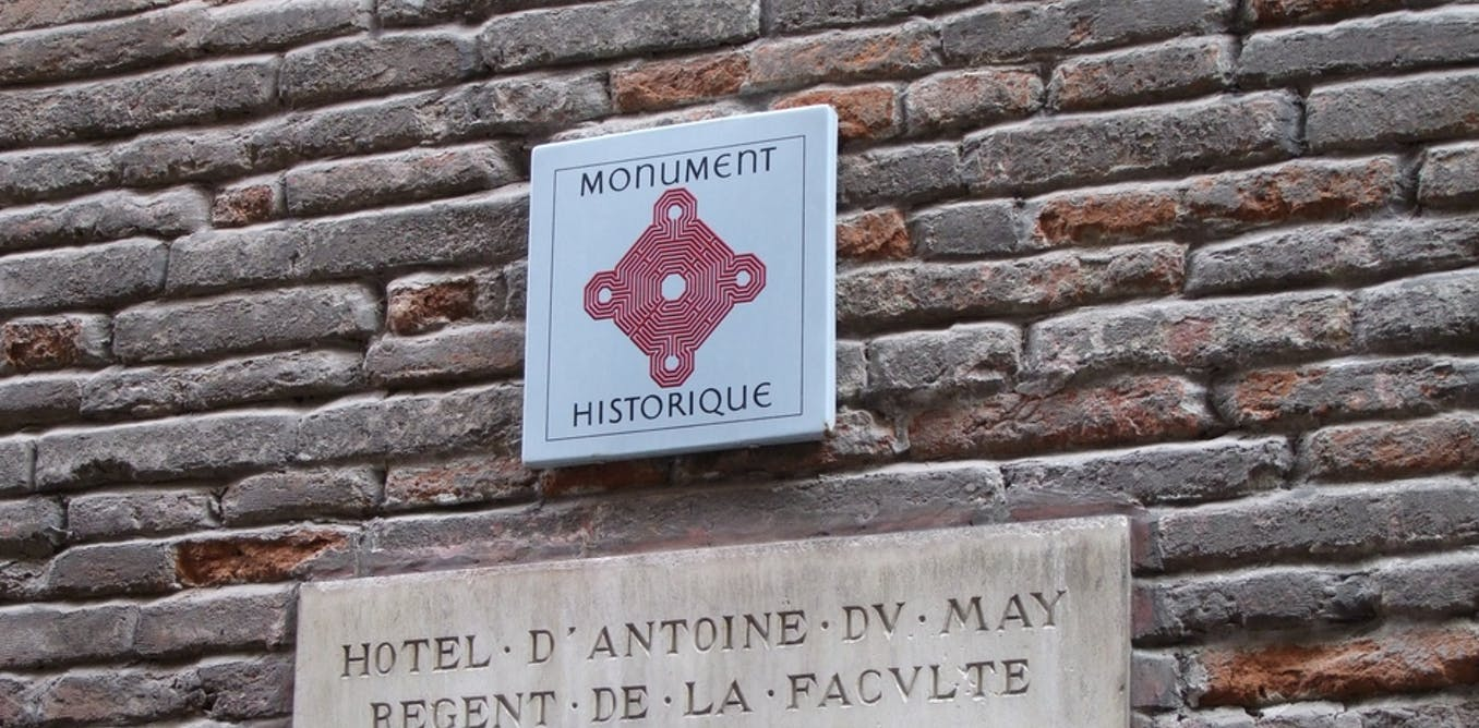 Le logo des monuments historiques, un labyrinthe d'histoires