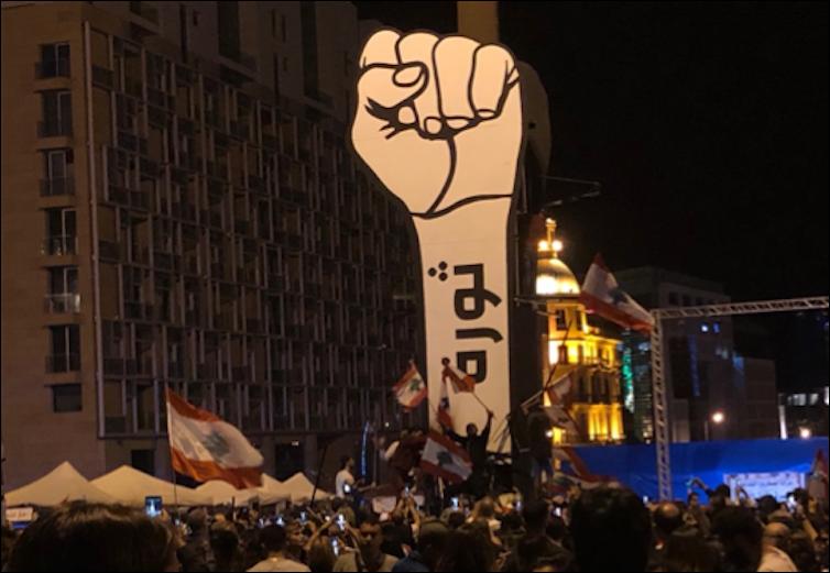 Liban. Beyrouth, fin octobre 2019. L'inscription vue ici, «Thawra», signifie «révolution». Jihane Sfeir, Author provided