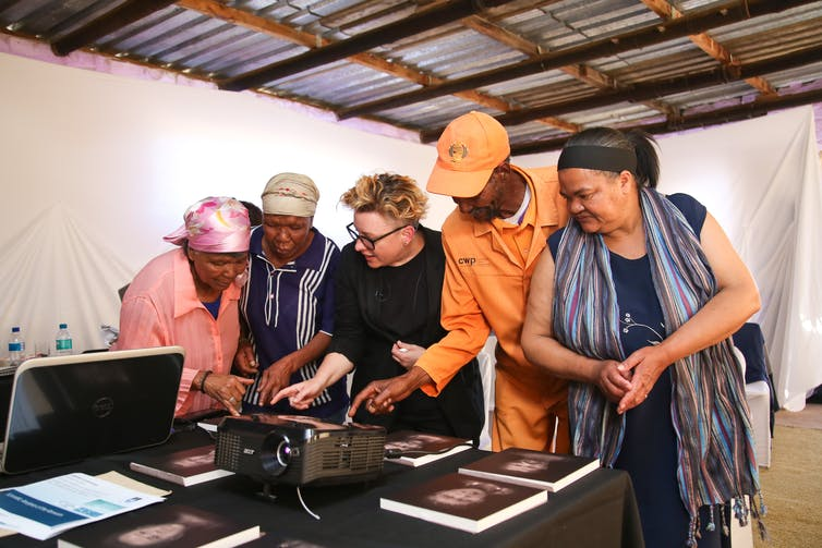 Project member Kathryn Smith showing family the reconstructed facial images. Je'nine May/UCT
