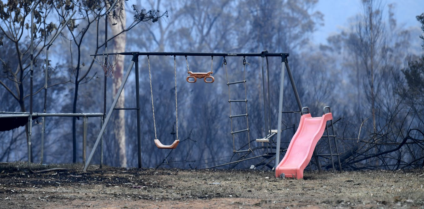 Bushfires can make kids scared and anxious: here are 5 steps to help them cope