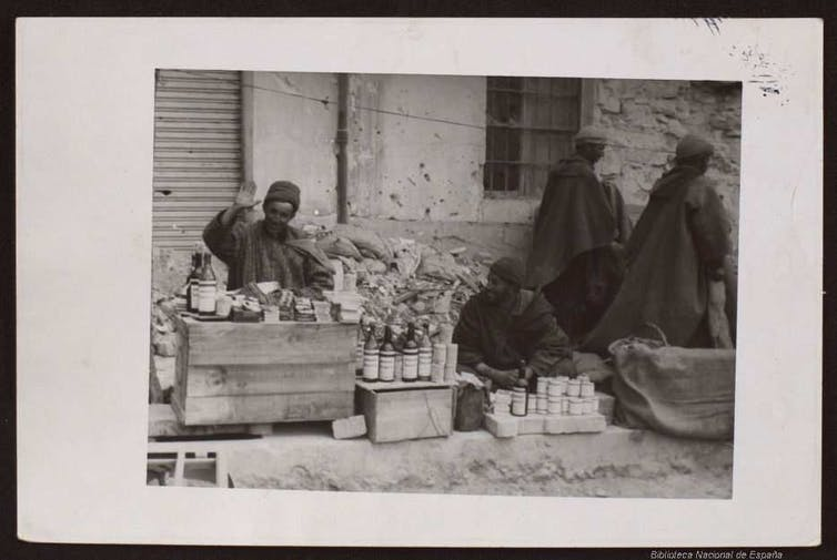 Puesto de moro vendiendo vinos, aguardiente y tabaco. Frente de Aragón, sector Teruel, 24 de febrero de 1938.Biblioteca Digital Hispánica - Biblioteca Nacional de España.,CC BY-NC-SA