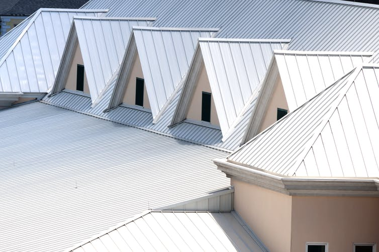 how white roofs help to reflect the sun's heat