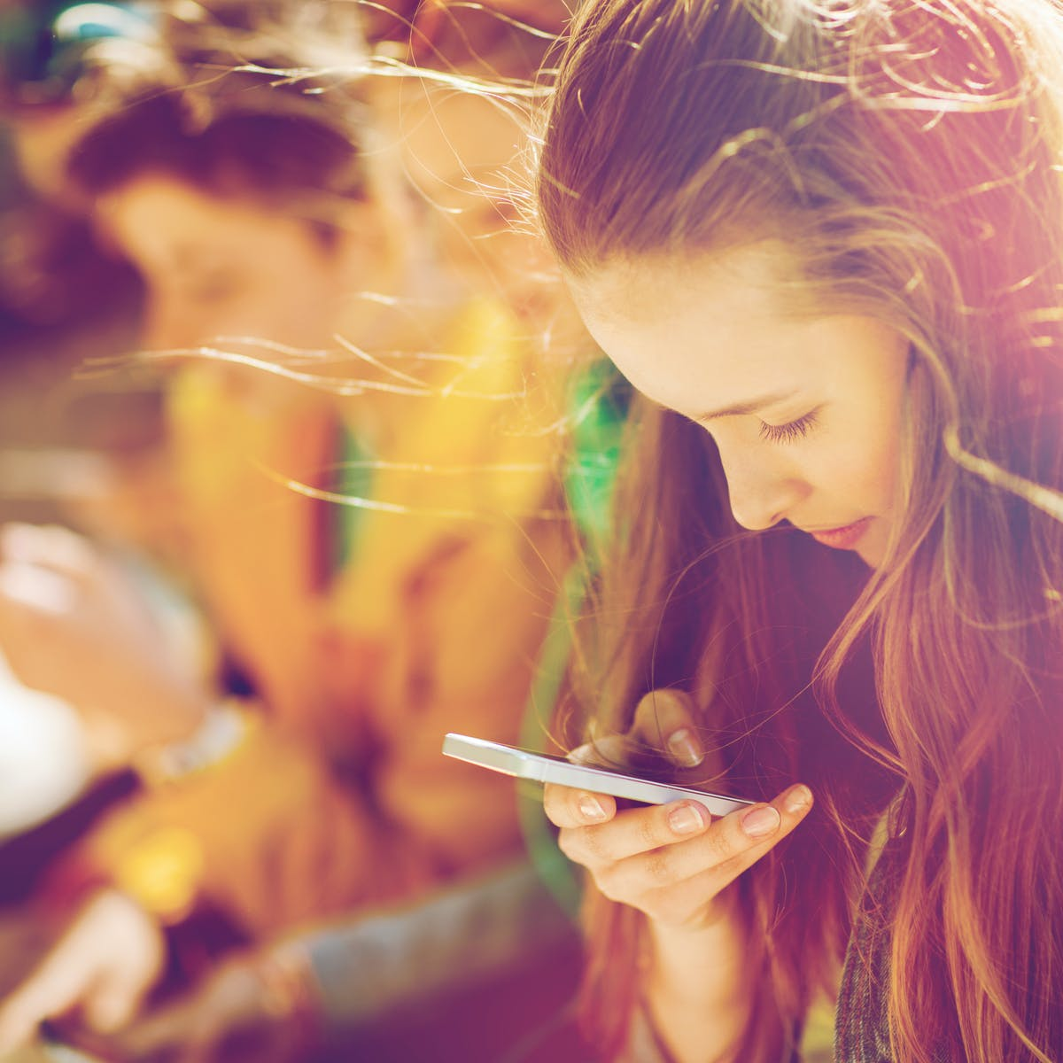 article on 26 best flirty texts you can send her