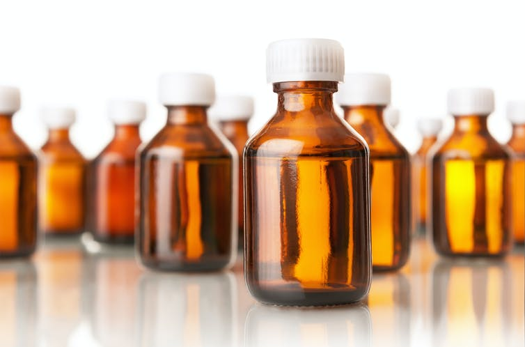 El negocio del MMS: la sustancia tóxica que ni cura el coronavirus ni nada