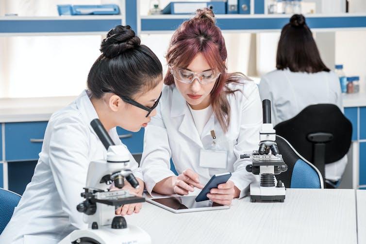 Cómo detectar noticias falsas sobre ciencia y leerlas como los científicos