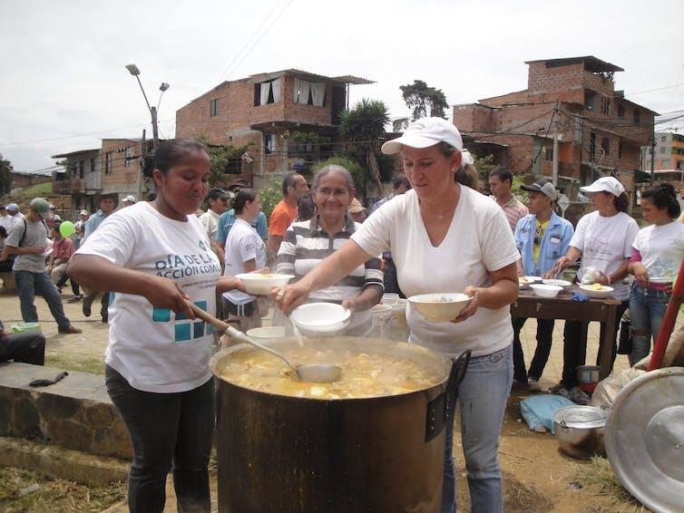 Comida popular en un barrio informal de Medellín (Colombia).Carmen Mendoza Arroyo,Author provided