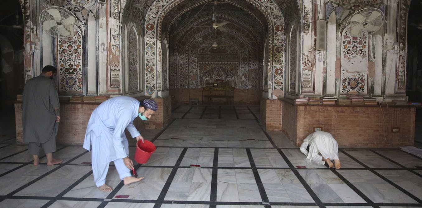 Pakistan's religious leaders defied coronavirus mosque restrictions then compromised