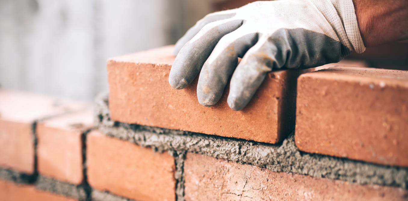Government to give $25,000 grants to people building or renovating homes