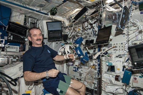 هوافضاسازمانهای فضایی-جراحی در فضا-فضانوردان-سازمانهای فضایی-فضانوردان آینده باید جراحی را در فضا با کمک روباتهای پزشکی انجام دهند