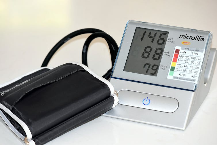 Digital blood pressure monitor and cuff