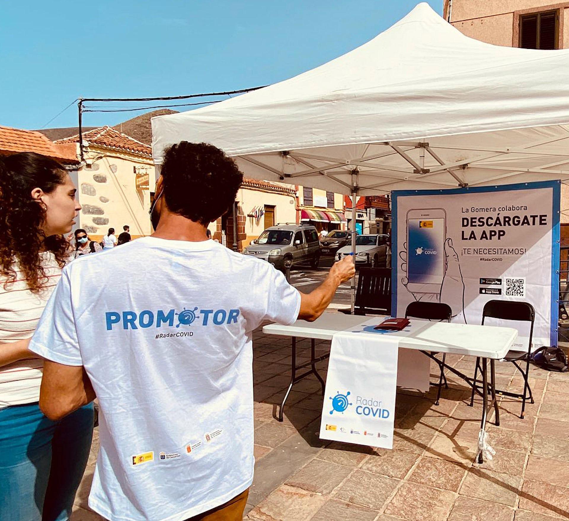 Promotores de Radar Covid en las calles de San Sebastián de La Gomera