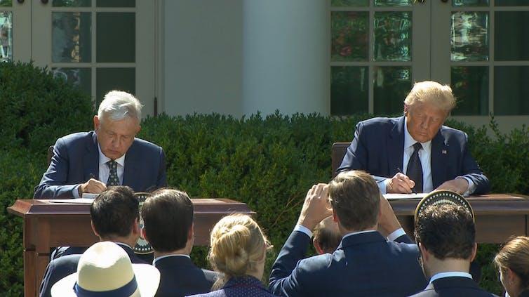 Andrés Manuel López Obrador y Donald Trump firman una declaración conjunta en el jardín de la Casa Blanca
