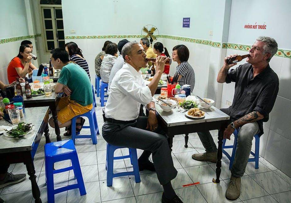 Barack Obama, Anthoy Bourdain restaurant à Hanoi