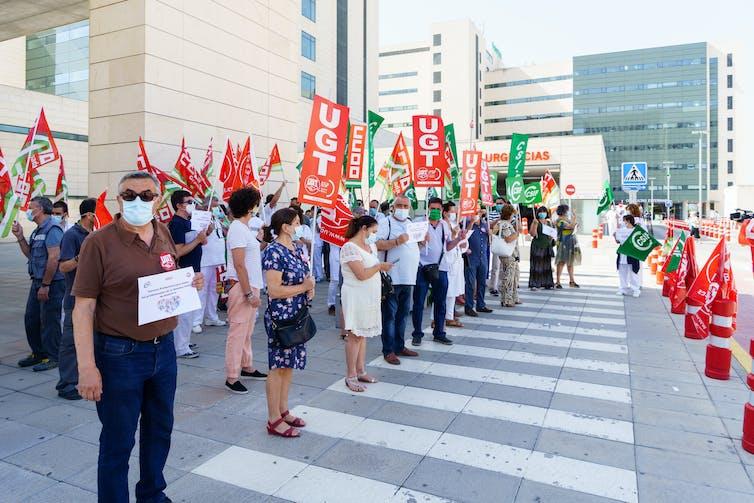 Manifestación de sanitarios ante un hospital andaluz.