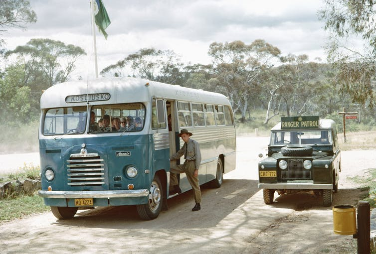 A ranger-guided tour leaving for the Kosciuszko summit in 1964.